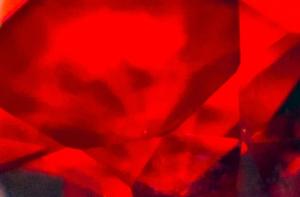 foto astratta di cristalli rossi fluttuanti