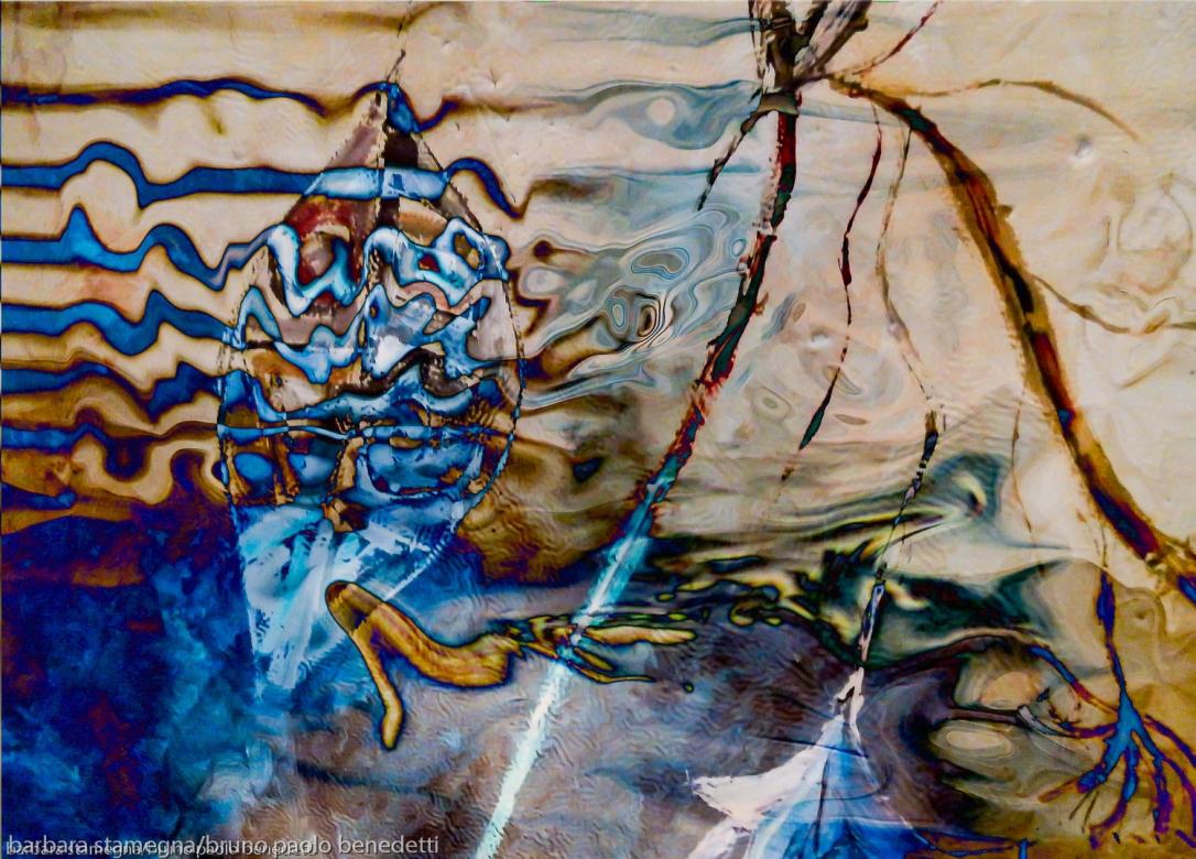 immagine acquatica astratta con forme fluide, forme fluttuanti, linee irregolari simili a onde e colori in tonalità blu e marroni