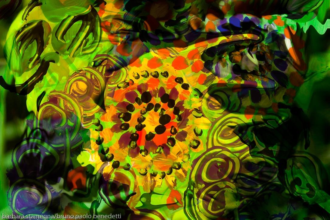 immagine con movimento di forme verdi astratte e forme fluide colorate con dominante di colore verde