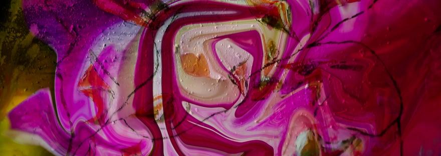 turbine di forme astratte fluide rosa fluide in dominante di colore fucsia