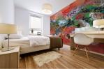 murale adesivo con tema astratto dai colori caldi con dominante arancione adatto per una camera da letto